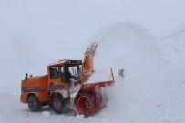 ESENBOĞA HAVALIMANı - Doğu'da Kar Ve Tipi Yolları Ulaşıma Kapattı