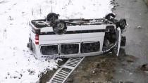 GÜNCELLEME - Trabzon'da Minibüs Dereye Yuvarlandı Açıklaması 17 Yaralı