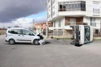 Hafif Ticari Araçla Çarpışan Kamyonet Devrildi Açıklaması 2 Yaralı