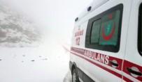 Hastaya Giden Sağlık Ekiplerine Kar Engeli