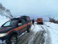 SOĞUK ALGINLIĞI - Kar Yolları Kapadı, Hasta Paletli Araçla Kurtarıldı
