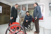TEKERLEKLİ SANDALYE BASKETBOL - Milli Takım Hayali Kuran Oyuncuya Tekerlekli Sandalye Hediyesi