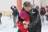 HACI BAYRAM - Okulları Tatil Edip, Öğrencilerle Kar Topu Oynadı