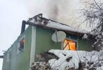 AHŞAP EV - Bacadan Çıkan Yangın Bir Evi Kül Etti