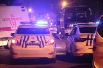 BETON MİKSERİ - Bağcılar'da Motosiklet Sürücüsü Hafriyat Kamyonun Altında Kaldı Açıklaması 1 Ölü