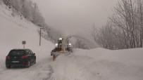 AKARYAKIT TANKERİ - Büyükşehir Timleri Karla Mücadele Ediyor