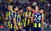 YILDIZ FUTBOLCU - Fenerbahçe Beklentilerin Altında Bir İlk Yarı Geçirdi