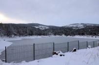 Yozgat'ta Göletler Dondu Yamaçlarda Sarkıtlar Oluştu