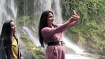 ORTA ASYA - Düden Şelalesi Kışın Da Turistlerin Gözdesi