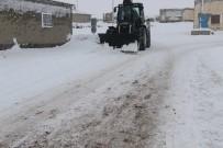 ÖZALP BELEDİYESİ - Özalp Belediyesinden Kar Temizle Çalışması