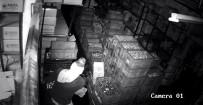 HIRSIZLIK ŞEBEKESİ - (Özel) Eyüpsultan'da Bir İş Yerinden 3 Dakikada 60 Bin TL Değerinde Malzeme Çalan Hırsızlar Kamerada