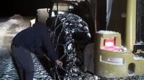 YÜKSEK ATEŞ - Ağrı'da Kara Saplanan Minibüsteki 6 Yolcu Kurtarıldı