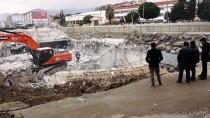 Balıkesir'de AVM'nin İstinat Duvarı Çöktü