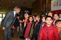 AHMET MISBAH DEMIRCAN - Beyoğlu'nda Bin Öğrenci Hezarfen Tiyatro Oyununda Buluştu