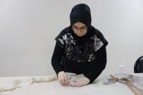 İnşaat Mühendisi Kadın, Yaşadığı Stresi El Sanatları Kursunda Atıyor
