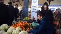 ESNAF VE SANATKARLAR ODALARı BIRLIĞI - Otizmli Çocuklar Pazarda Sebze Meyve Sattı