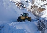 Sincik'te Kapanan Köy Yolları Açılıyor