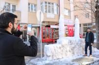 MURAT YILDIRIM - Yapımı 4 Saat Sürdü, Tamamlamak İçin Kar Yağmasını Bekliyor