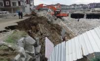 Yıkım Sahasındaki İstinat Duvarı Böyle Çöktü