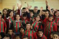 CİZRE BELEDİYESİ - Cizre Belediye Başkanı Faik Arıcan, Çocuklara Forma Hediye Etti