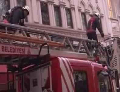 Karaköy'de otelde yangın paniği