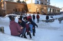 KAR TOPU - (Özel) Uludağ'da Eksi 5 Derece Uzun Eşek Oynadılar