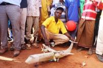 MAKET UÇAK - Somalili Çocuk, Televizyonda Sadece Bir Kez Gördüğü Uçağın Maketini Yaptı