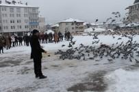 Akdağmadeni'nde Öğrenciler Güvercinleri Besledi