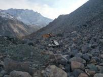 Artvin'de Hafriyat Kamyonu Uçurumdan Yuvarlandı Açıklaması 1 Ölü