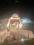 Karla Kaplı Yolu Ekipler Açtı, Ambulans Hastaya Ulaştı