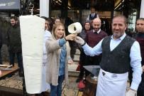 KERVAN - Lapa Lapa Kar Altında Dondurma Yediler