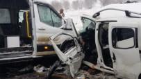 Minibüs İle Ticari Araç Çarpıştı Açıklaması 2 Ölü, 16 Yaralı