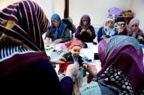 FOLKLOR - Mazideki Kıyafetleri Bebeklerin Üzerinde Yaşatıyorlar