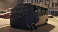 Ardahan'da Dondurucu Soğuklarda Araçlara Battaniyeli Koruma