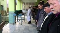 İZMIR ADLI TıP KURUMU - Hazal Bebeğin Cenazesi Toprağa Verildi