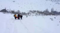 ERICEK - Karla Kapanan Yolda Hastayı 2 Kilometre Sedyede Taşıdılar