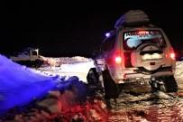 (Özel) Elazığ'da Kar Yolları Kapattı, Rahatsızlanan Nazmiye Nineye Özel İdare Ekipleri 3 Saatte Ulaştı