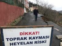 SARIYER BELEDİYESİ - (Özel) Sarıyer'de Yol Çöktü, Vatandaşlar Günlerdir Mağdur