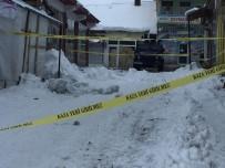 Üzerine Düşen Kar Sebebiyle Kepçe Altında Kalan Çocuk Toprağa Verildi