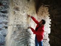 TARIHÇI - Arkeoloji Tarihine Işık Tutacak Keşif Defineciler Tarafından Talan Edildi