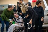 KARABAĞ - Başkan Karabağ, Engelli Vatandaşlarla Buluştu