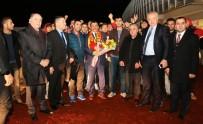 KAHRAMANLıK - E. Yeni Malatyasporlu Taraftarlardan Gürkan'a Sevgi Seli