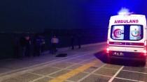 ALIŞVERİŞ MERKEZİ - İzmir'de Denizde Ceset Bulundu