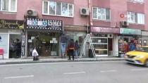 İSMAİL DEMİR - (Özel) Bursa'da Kontrolünü Kaybeden Otomobil Dükkana Daldı