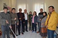MEHMET ÖZDEMIR - Başkan Karaçelik, Görme Engellilere Baston Hediye Etti