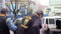 Bıçaklı Soygun Zanlısı, Güvenlik Kameralarından Tespit Edildi