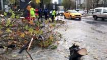 ALIŞVERİŞ MERKEZİ - Esenyurt'ta Servis Minibüsü Devrildi