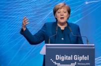 EN YAŞLI KADIN - Forbes Merkel'i En Güçlü Kadın Seçti