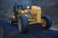MEHMET UZUN - Köy Yollarında Sıcak Asfalt Çalışmaları Devam Ediyor