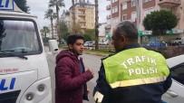 MİNİBÜS ŞOFÖRÜ - Minibüsçüden, Minibüsçüye Darp İddiası